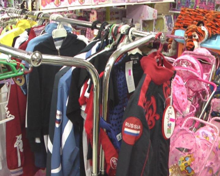 Два факта продажи контрафактной продукции выявили... Сотрудники полиции обнаружили 10 поддельных спортивных костюмов